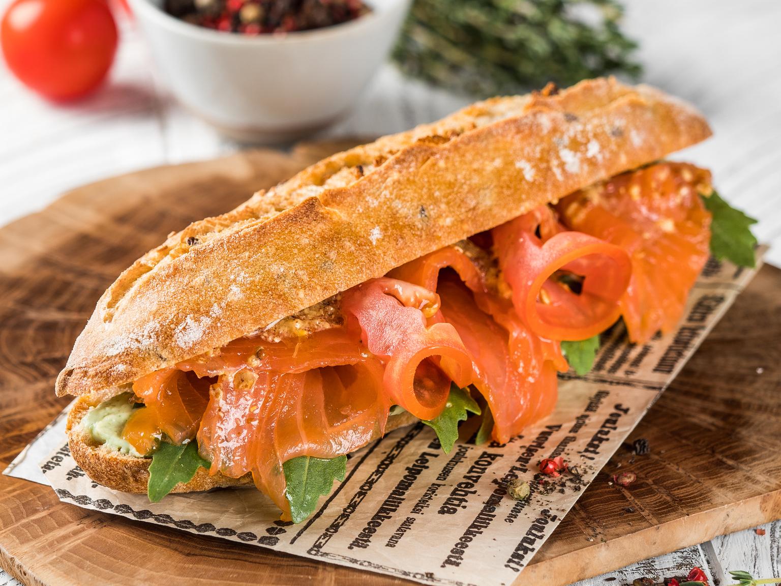 Сэндвич с лососем и сыром Рикотта