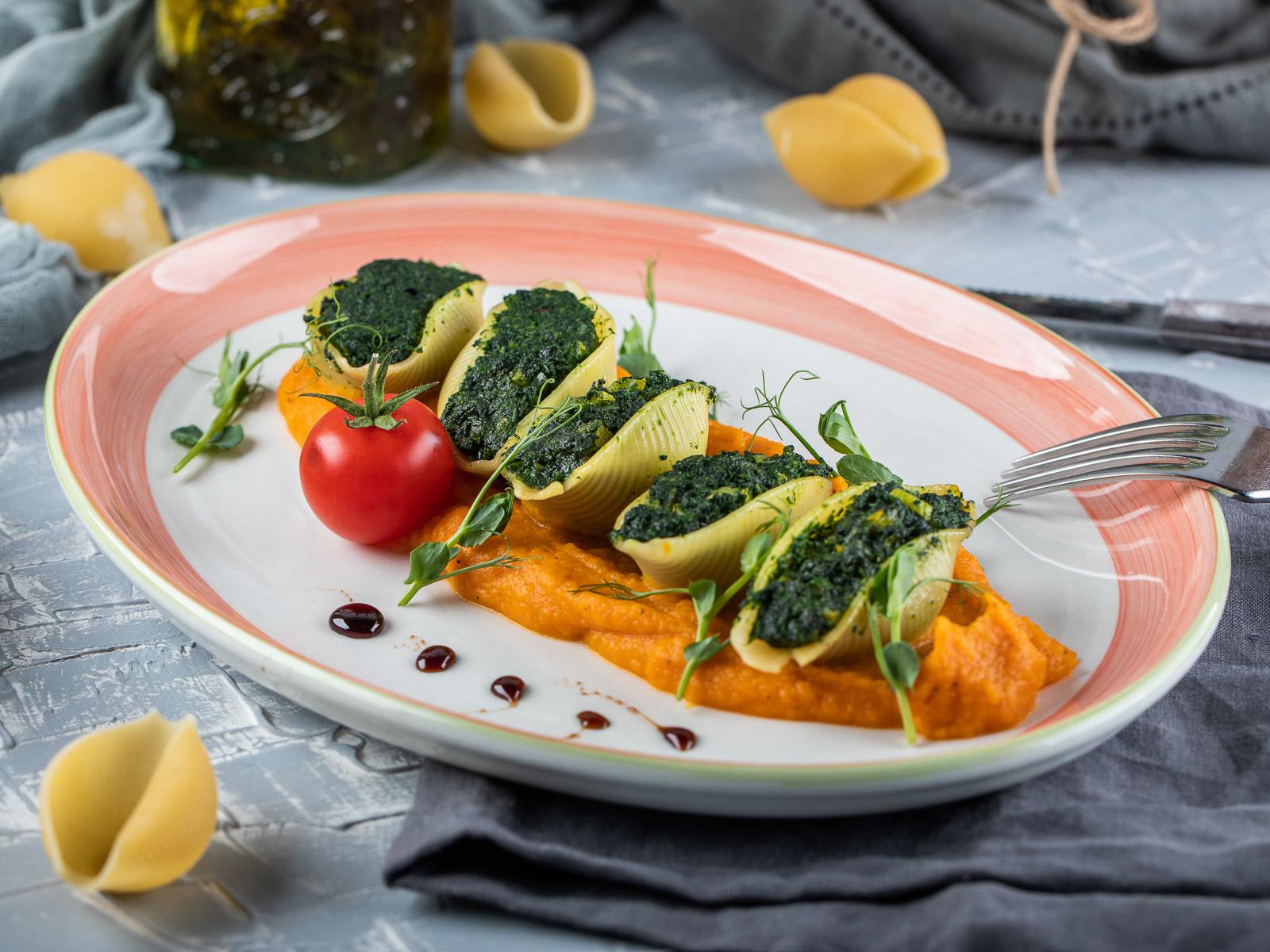 Конкильони со шпинатом