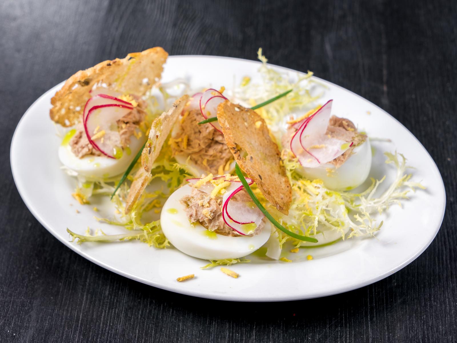 Французские яйца-мимоза с тунцом