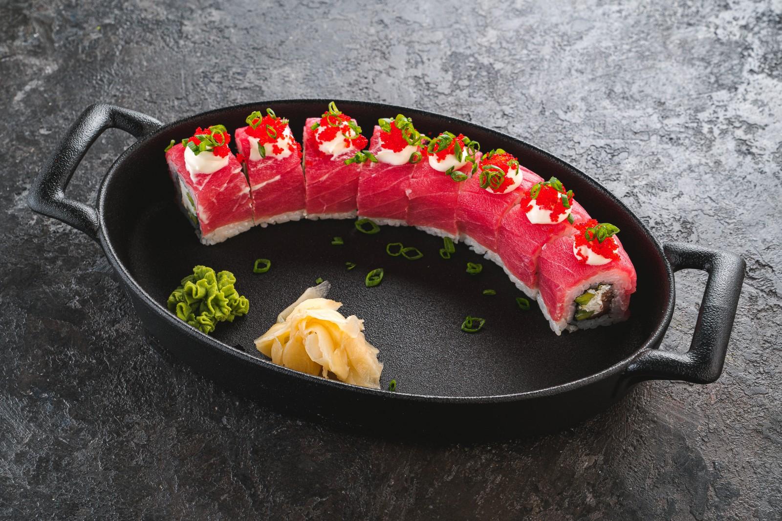 Ролл с тунцом