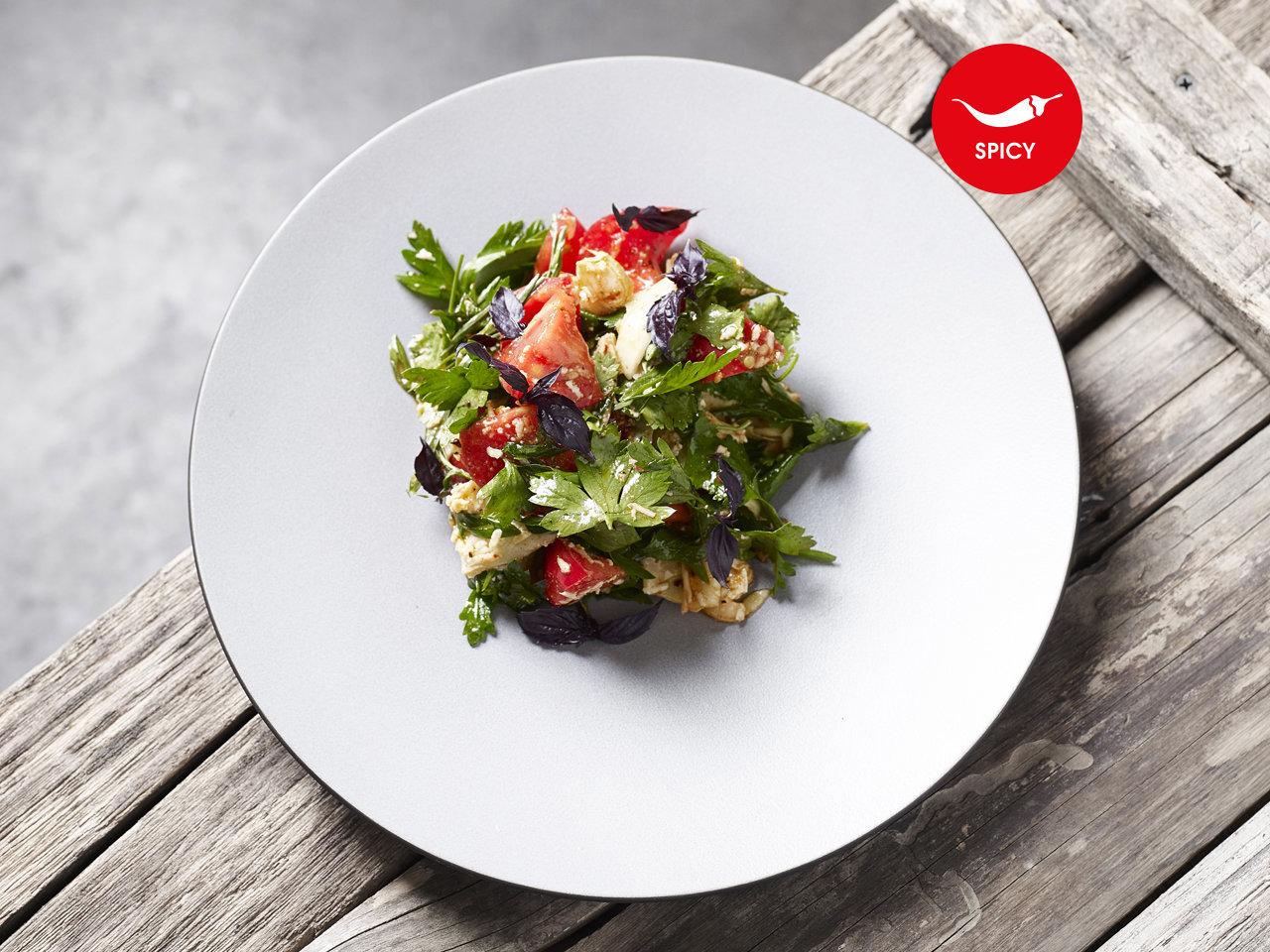 Салат с сулугуни и копчёной паприкой