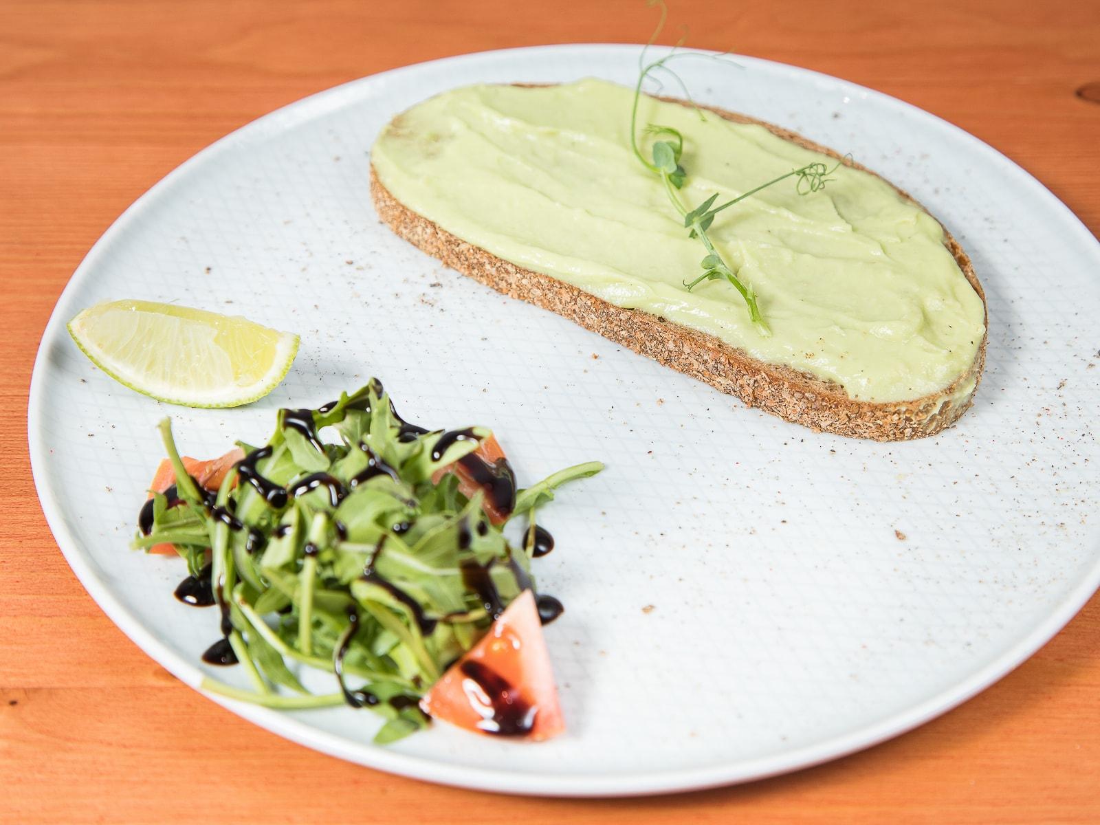 Авокадо тост классический