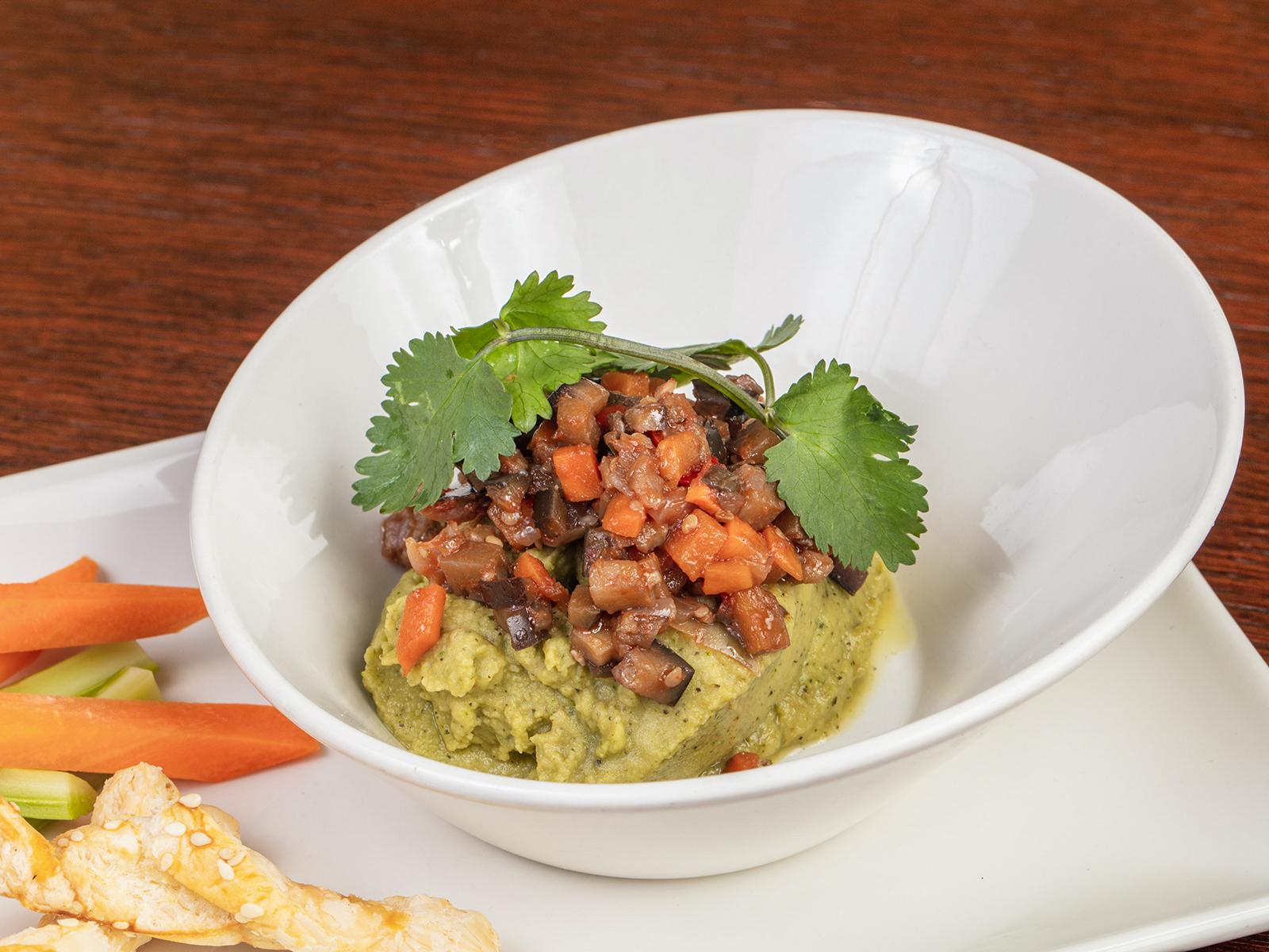 Хумус с зеленью и баклажанной икрой