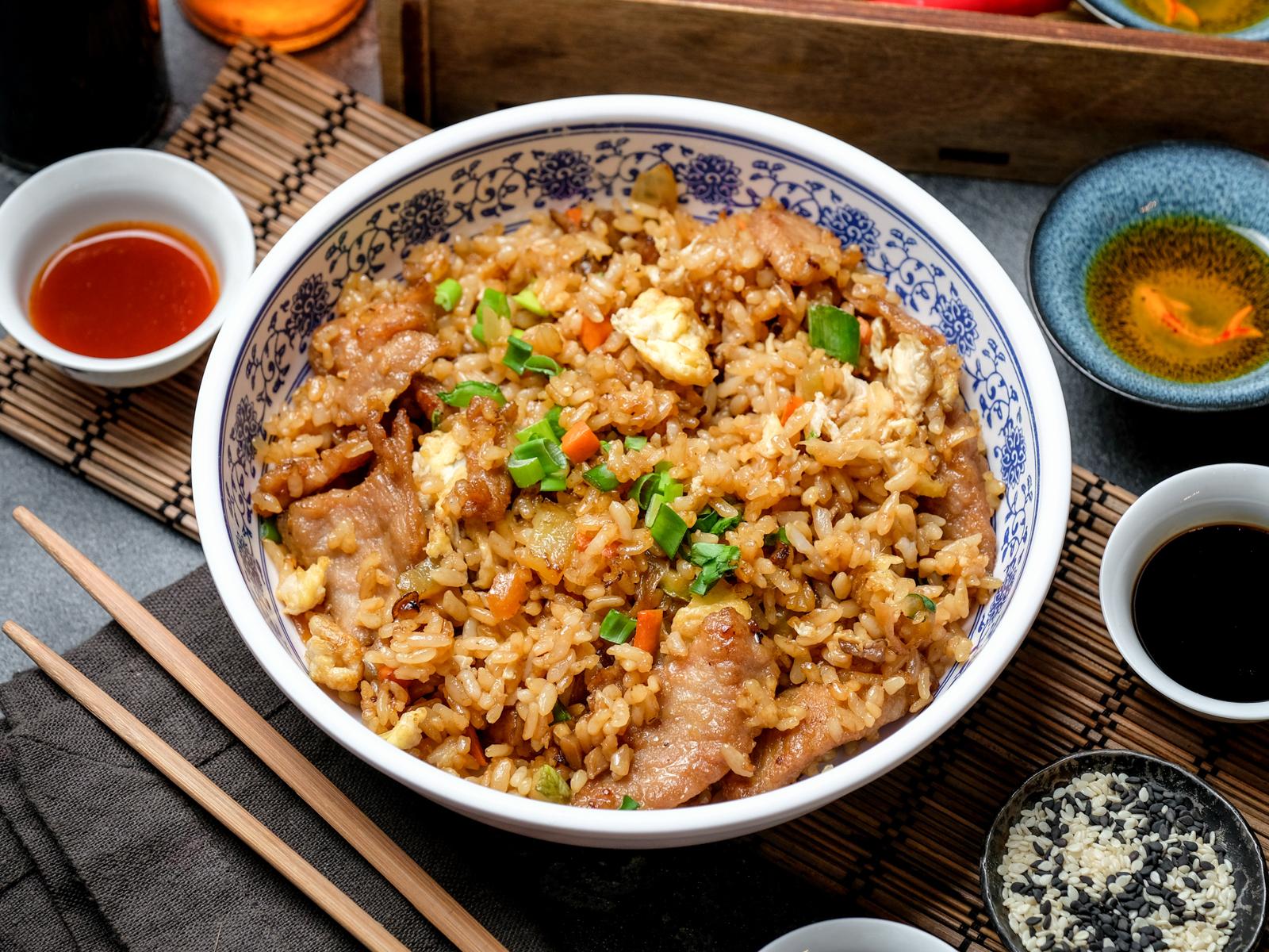 Рис жареный со свининой