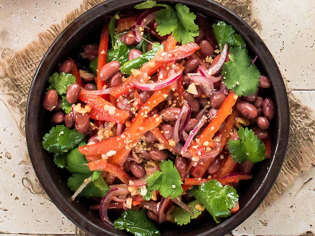 Салат с фасолью по-грузински