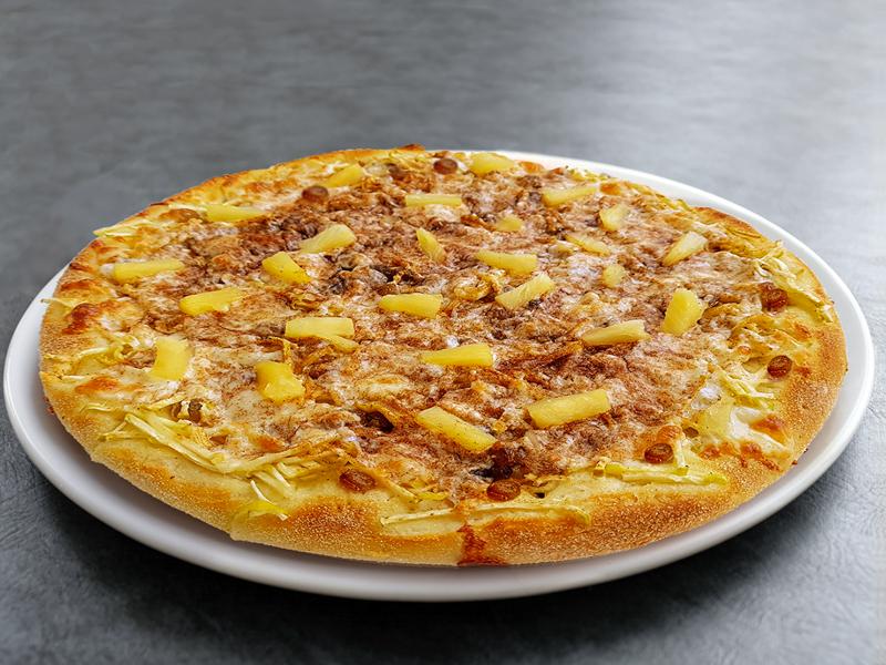 Сладкая пицца с яблоками и ананасами маленькая