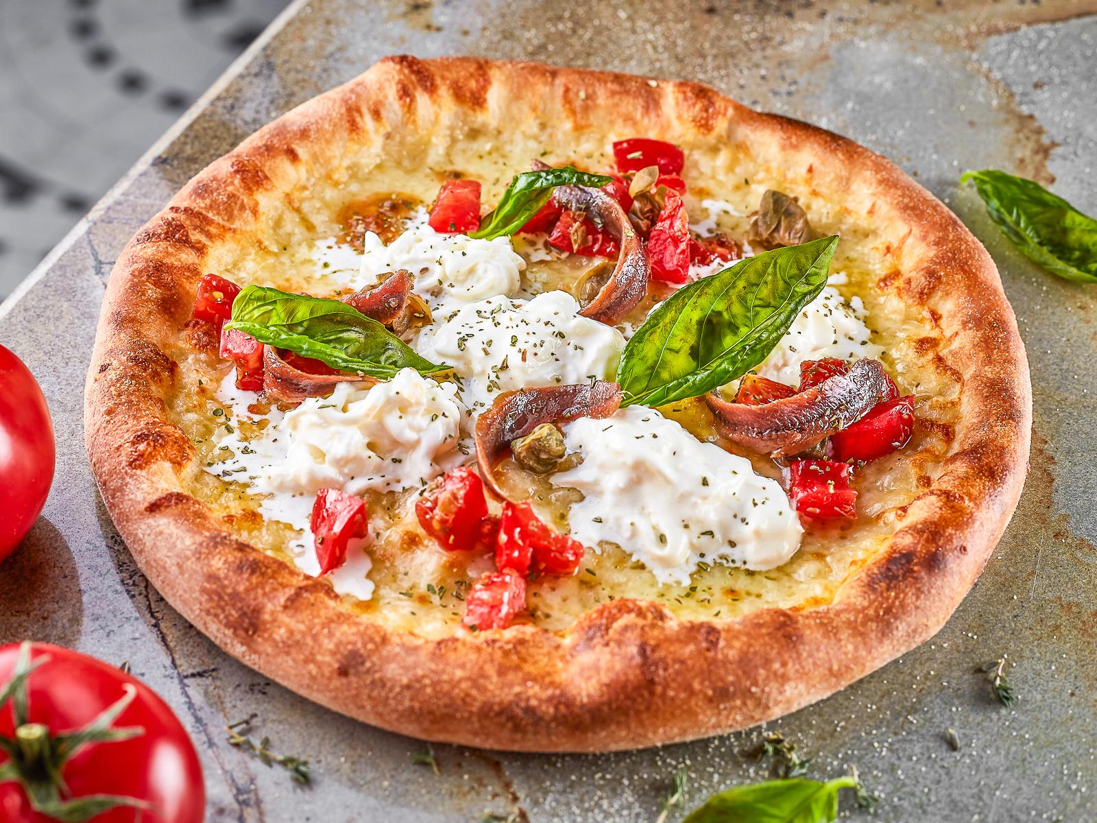 Пицца Страчателла и анчоусы