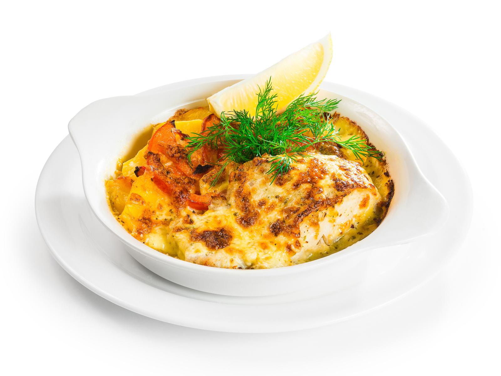 Филе судака запеченное в сливках с картофелем