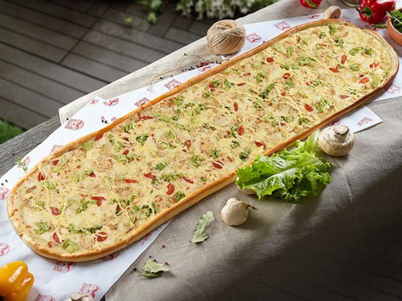 Метровая пицца Цезарь
