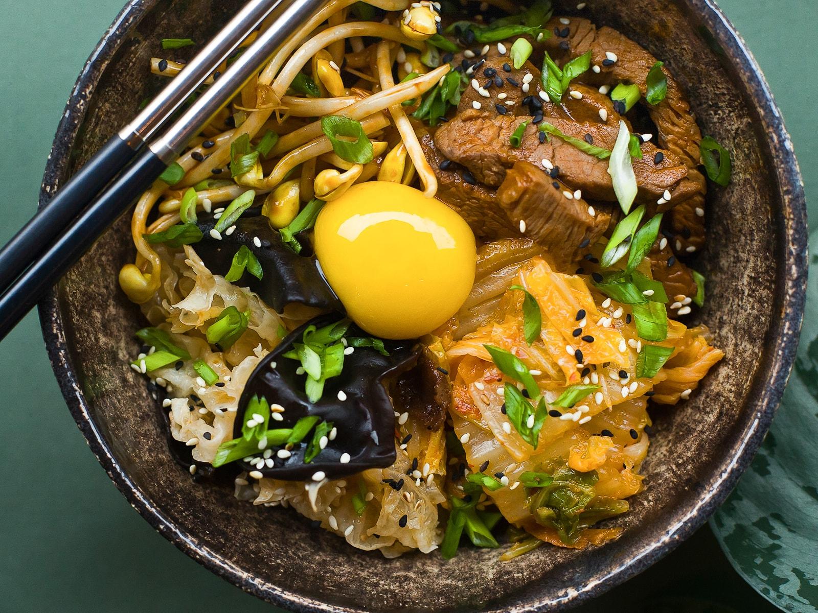 Корейский пибимпаб с говядиной и овощами