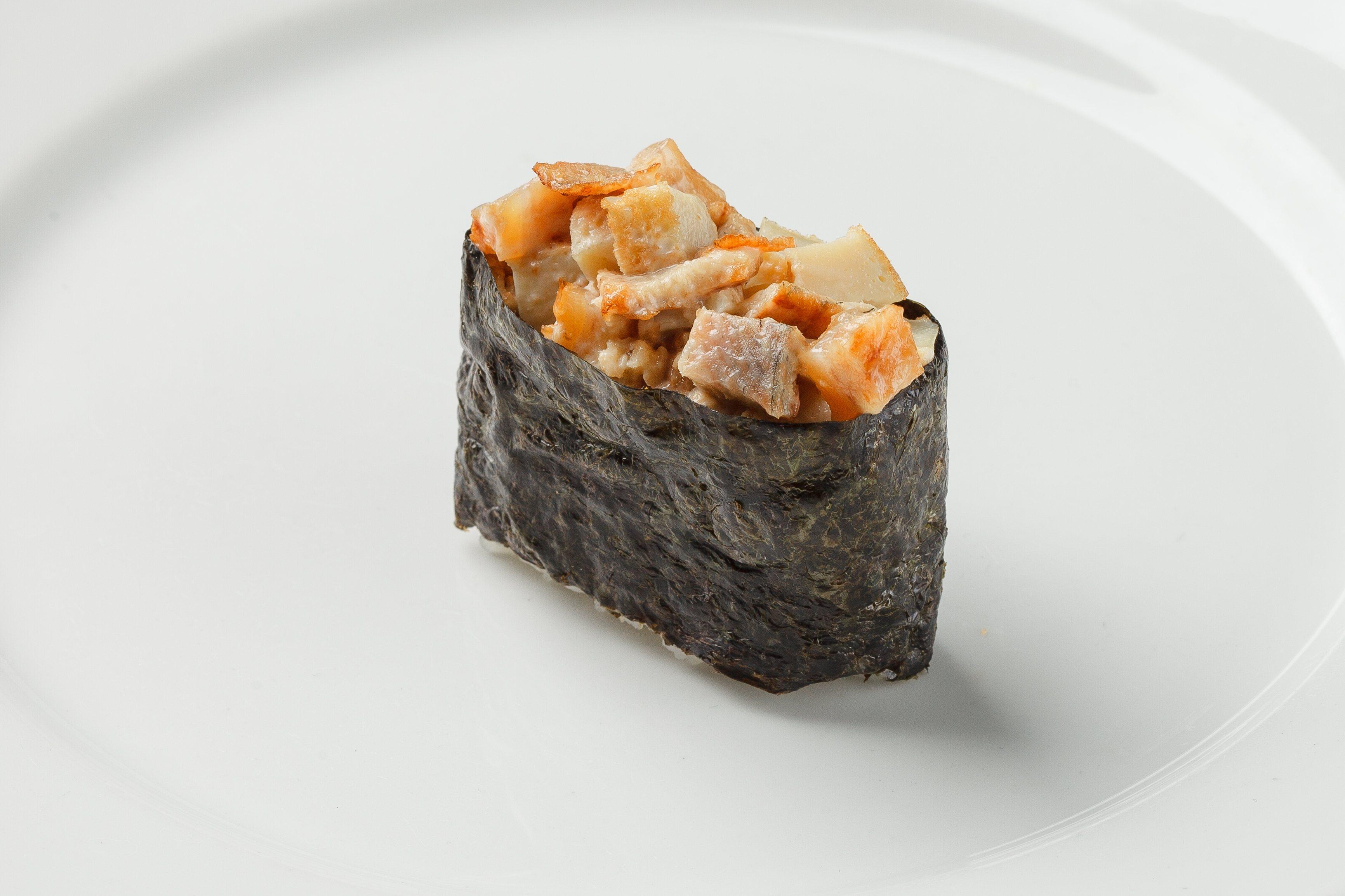 Гункан Угорь с омлетом