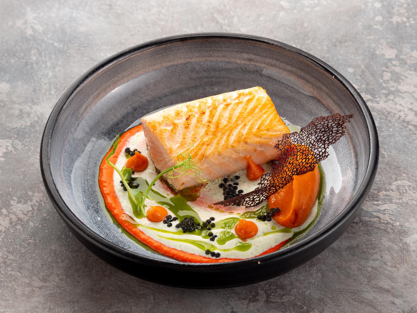 Спинка атлантического лосося со сливочным соусом