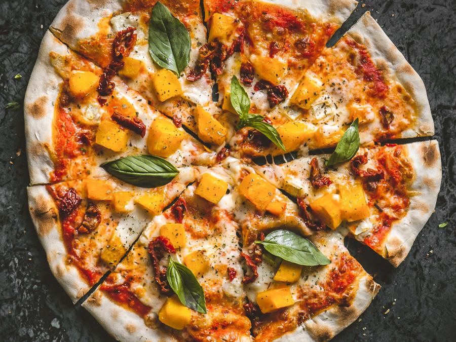 Пицца с козьим сыром и тыквой