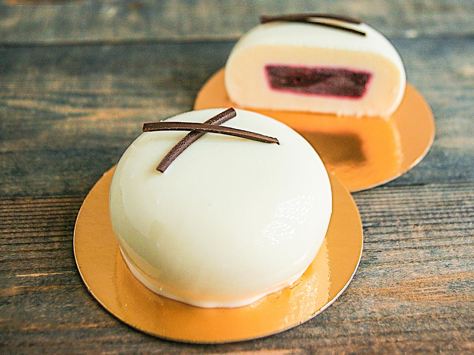 Пирожное Смородина-ваниль