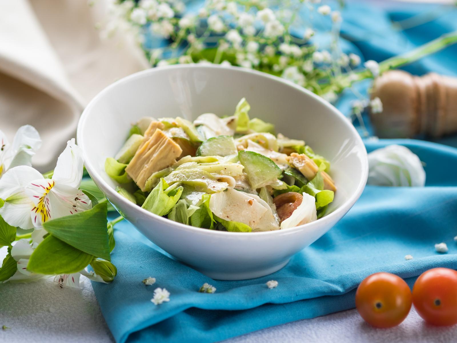 Салат с маринованной спаржей