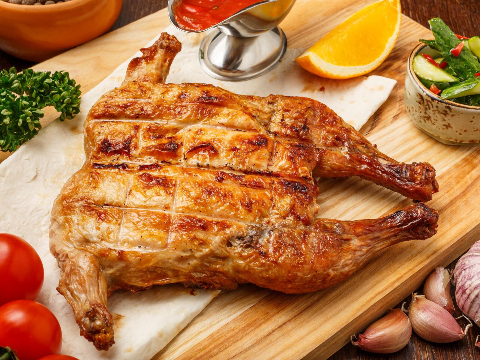 Деревенский цыпленок на гриле