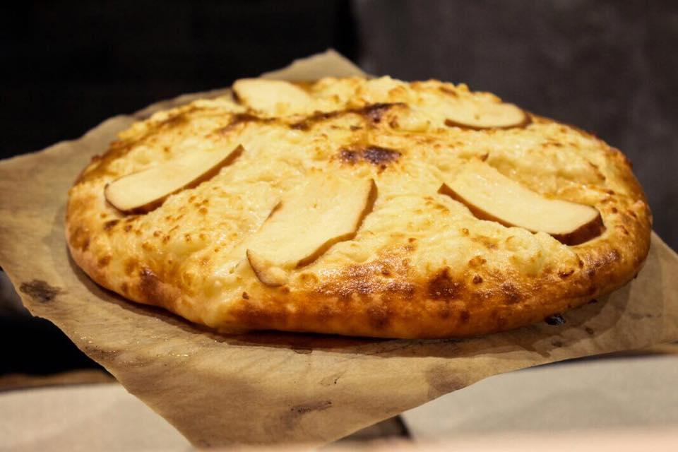 Хачапури Классический с копченым сыром