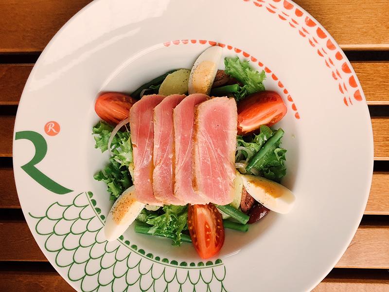 Прованский салат Нисуаз со свежим тунцом