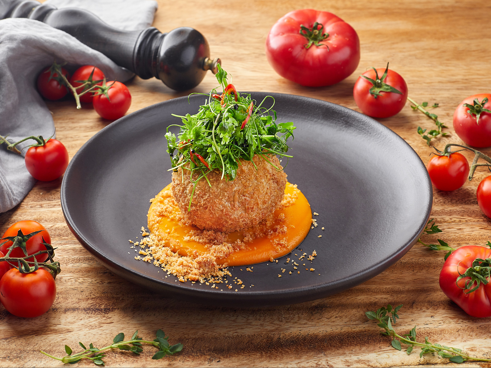 Краб-кейк с соусом из батата