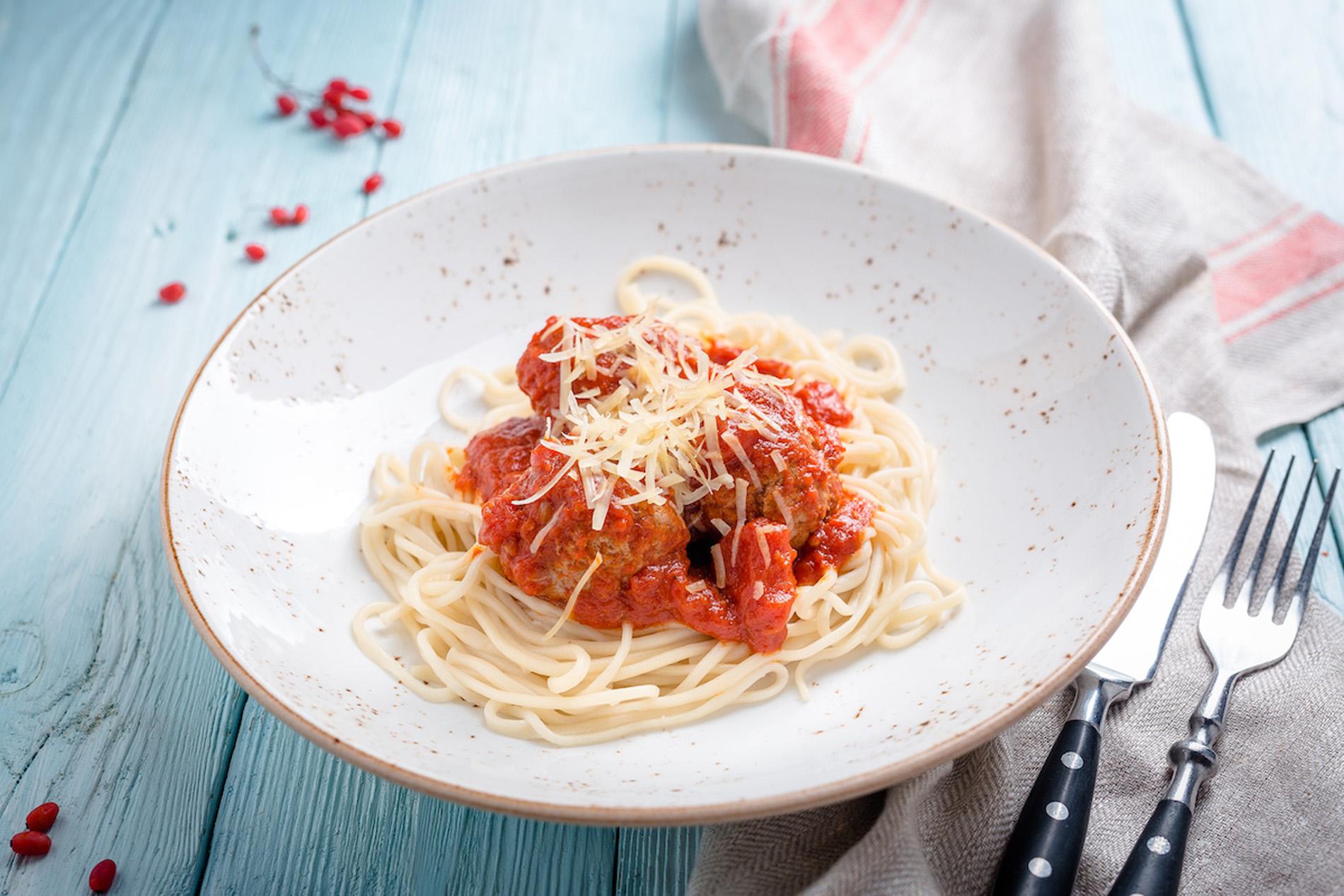 Лагман с фрикадельками в томатном соусе