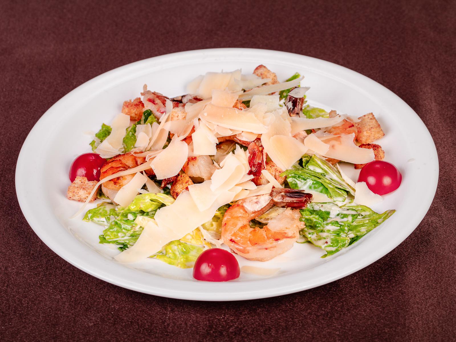 Классический салат Цезарь с креветками