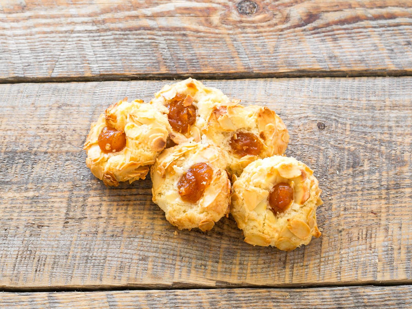 Печенье песочное с абрикосом и миндалем