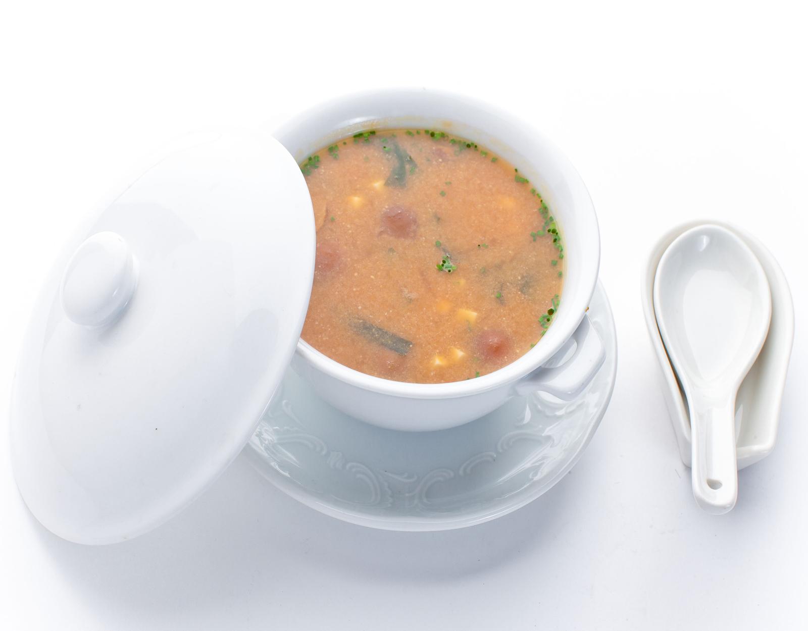 Мисо-суп с тофу, грибами и водорослями