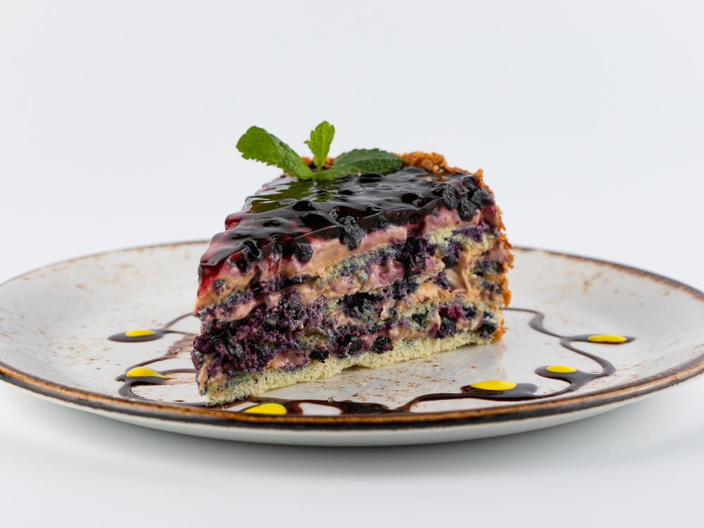 Черничный фирменный торт