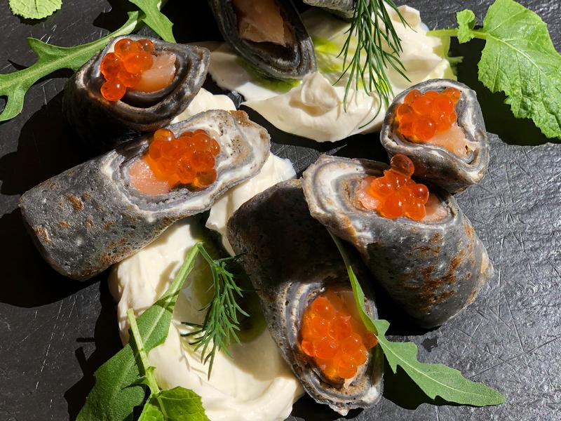 Роллы из блинов с норвежской семгой
