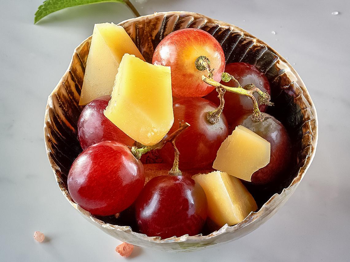 Сыр Пармезан с виноградом 20/70 гр.