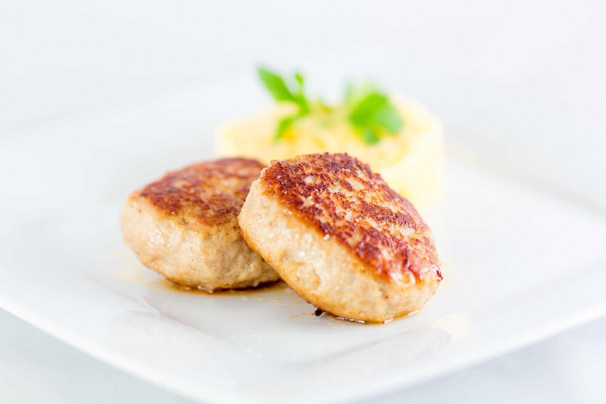 Куриные котлеты с картофельным пюре
