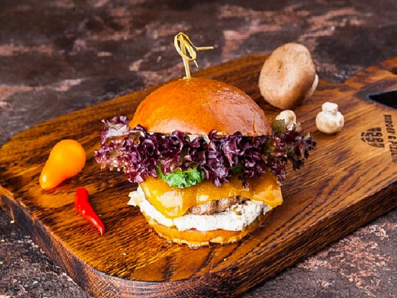 Бургер Белые грибы и трюфельно-сырный соус мини