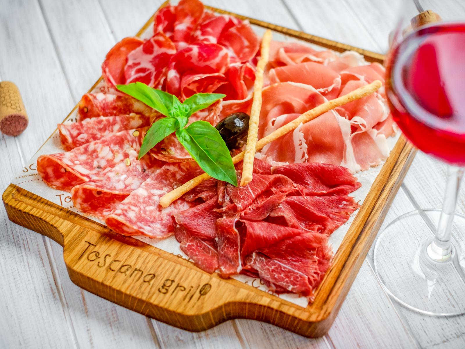 Доска итальянских ветчин