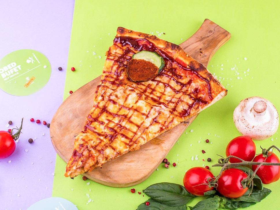 Пицца с курицей и беконом слайс