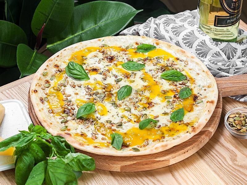 Пицца Сырная с манговым чатни