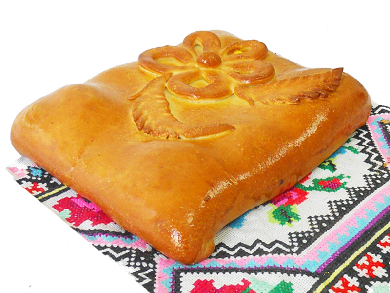 Пирог с семгой и картофелем на дрожжевом тесте