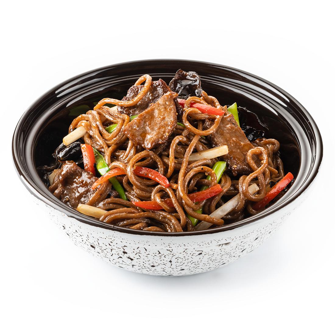 Гречневая лапша с говядиной в перечном соусе