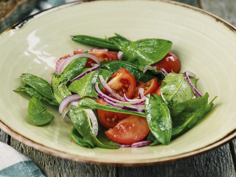 Салат с бакинскими томатами и щавелем