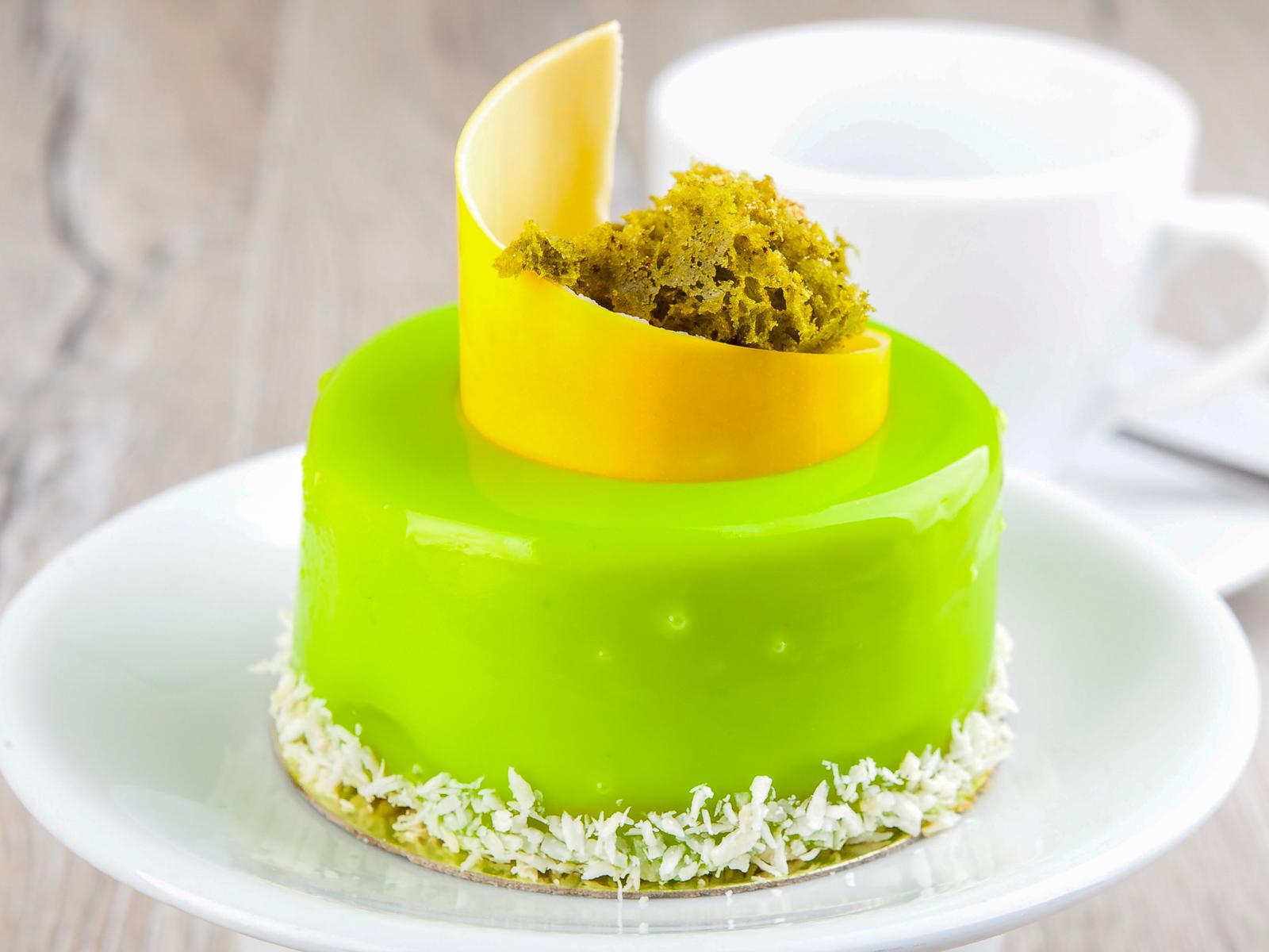 Фисташковый десерт с малиной