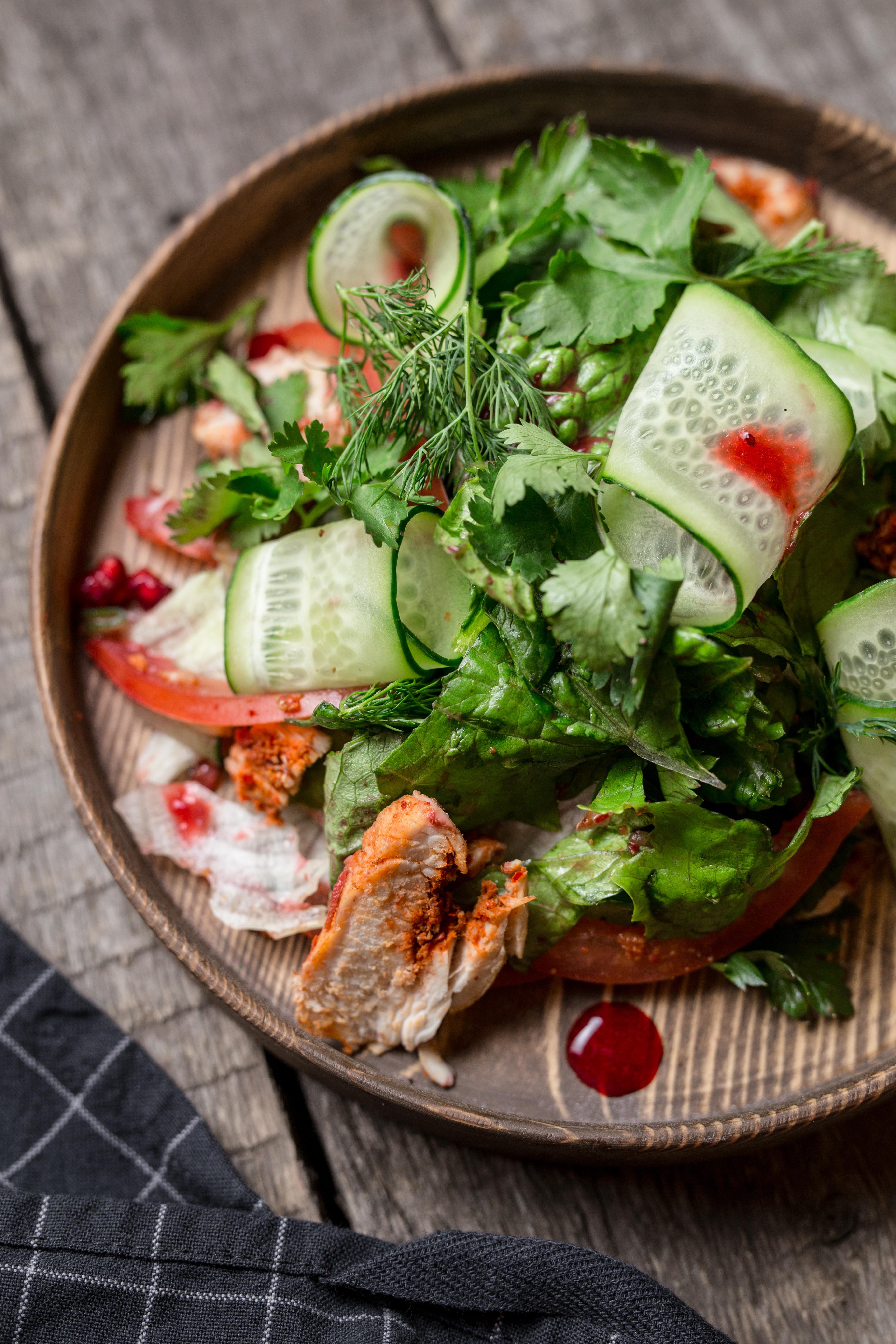 Салат с индейкой под ягодным соусом