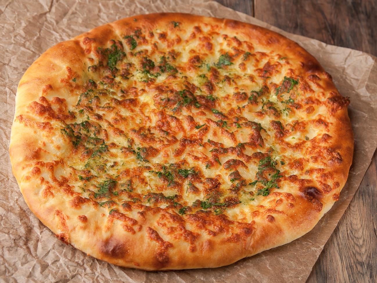 Хачапури по-абхазски с сыром и чесноком