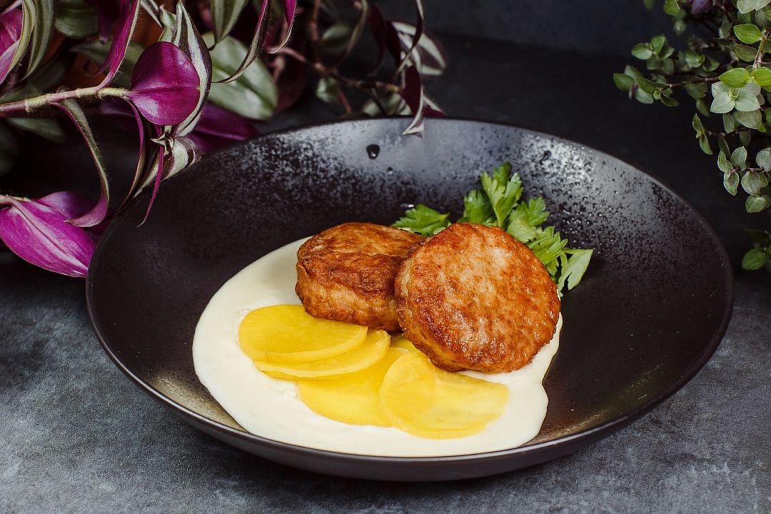 Котлеты из цыплёнка с картофельным пюре