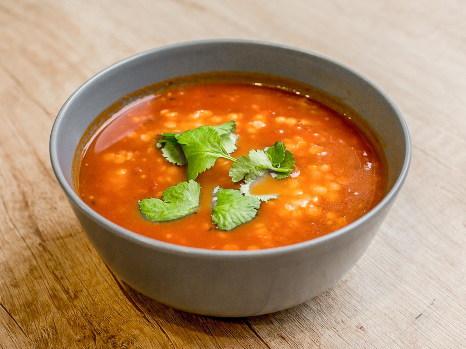 Южно-индийский томатный суп с чечевицей и тамариндом