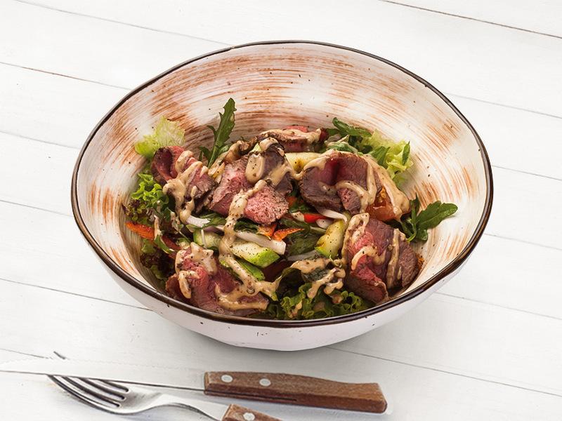 Салат с ростбифом и печеными овощами