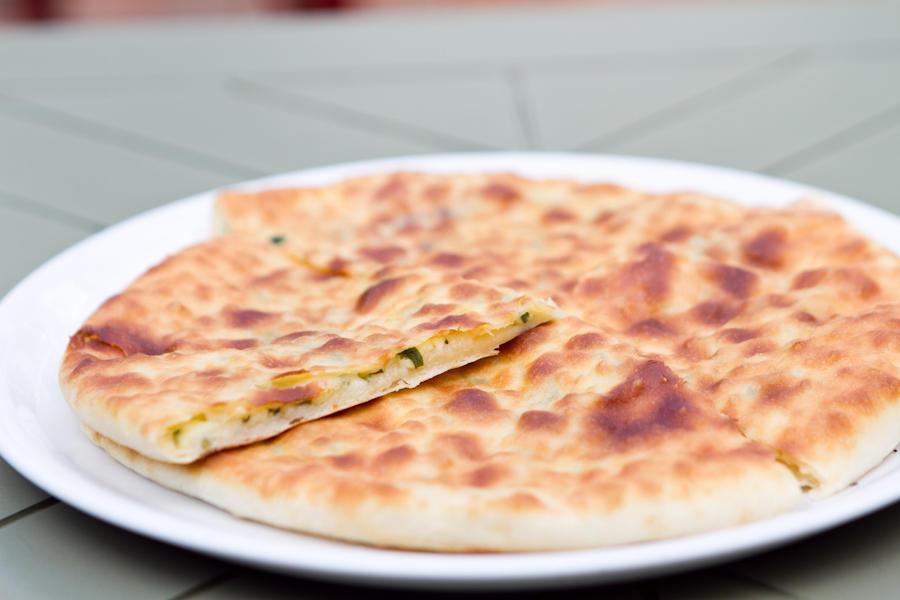 Мини хачапури с сыром и зеленью