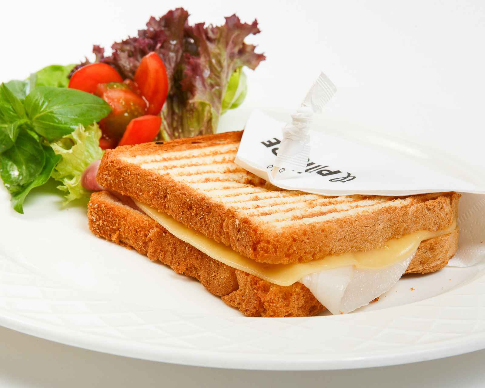 Тост с сыром и ветчиной