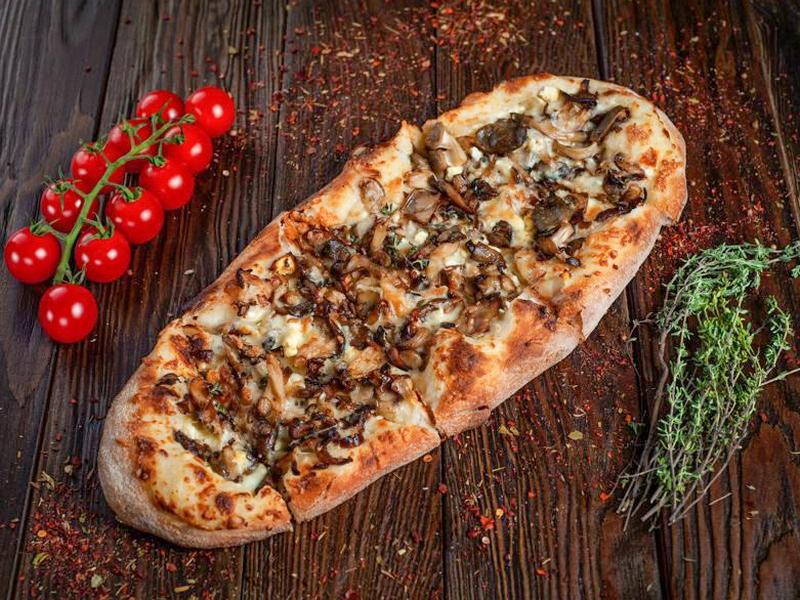 Пиццони грибная с соусом бешамель