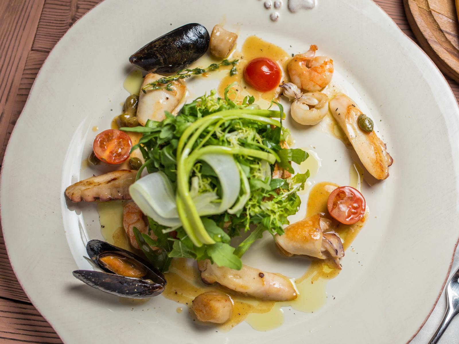 Теплый салат Средиземноморский