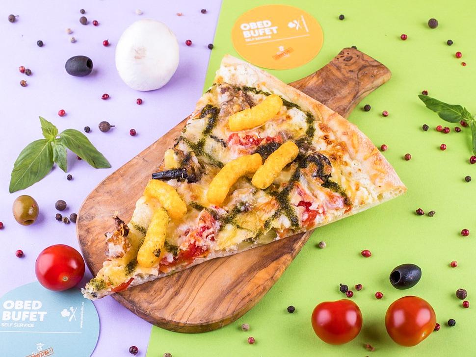 Пицца с рубленой говядиной и песто слайс