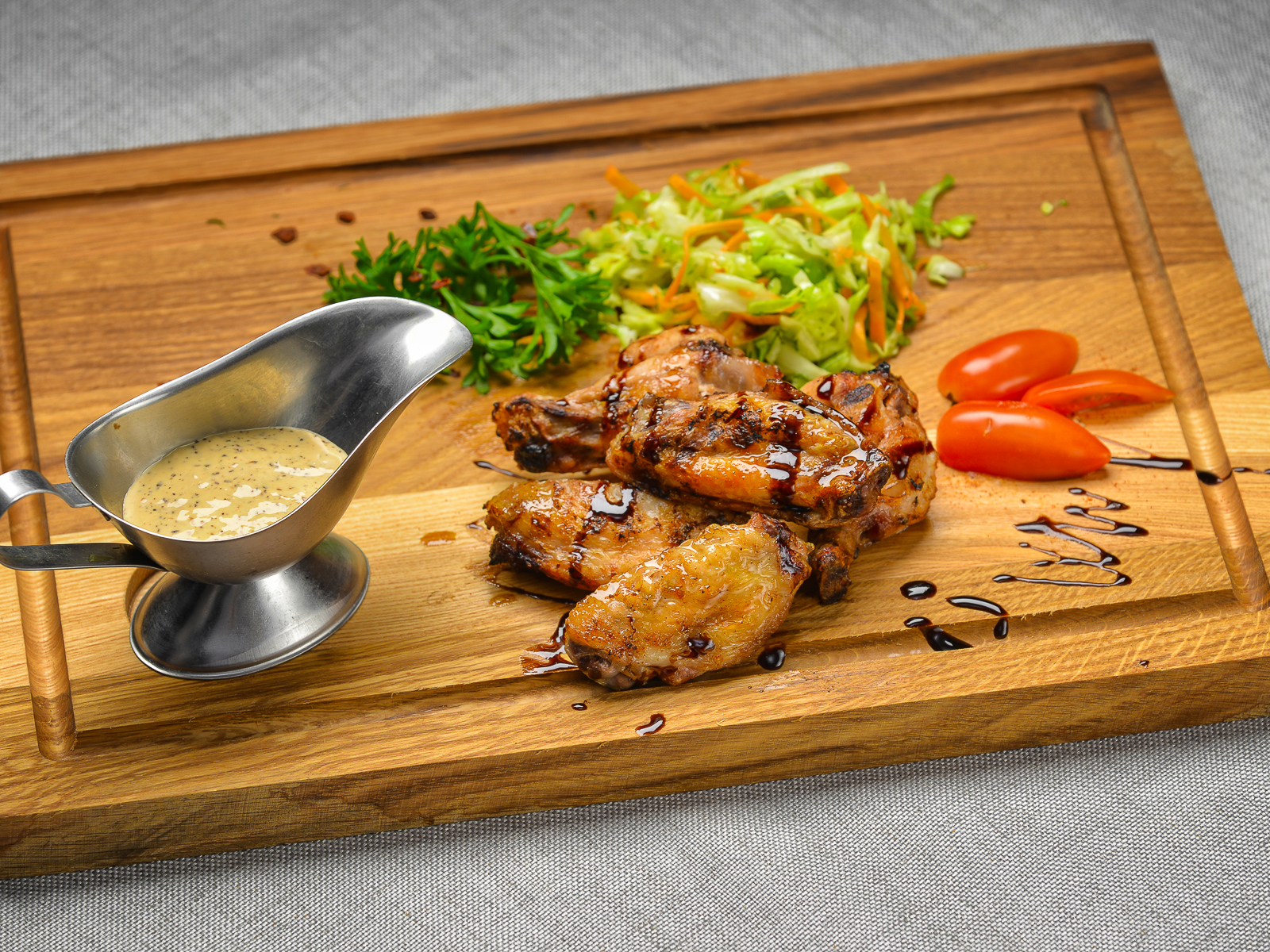 Крылья гриль с ореховым соусом